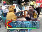 Pemberian Paket Sembako Dilakukan Langsung Oleh AKBP Alfian Nurrizal Waka Polrestro Bekasi Kota, Kepada Lansia.
