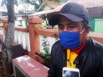 dok. Foto – Koordinator BKM Kel. Bintara Jaya, Bang Edo saat memberikan keterangan mengenai program CFW KOTAKU.